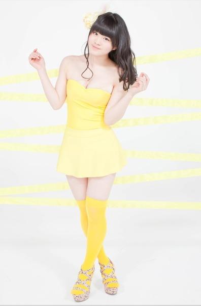 菅なな子、黄色衣装