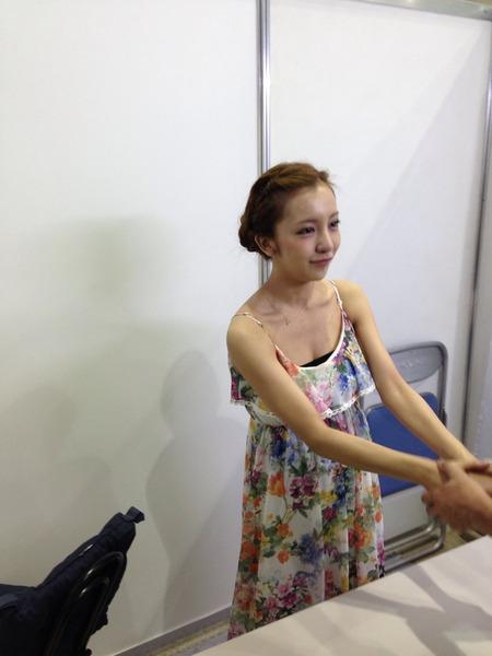 板野友美、最後の握手会