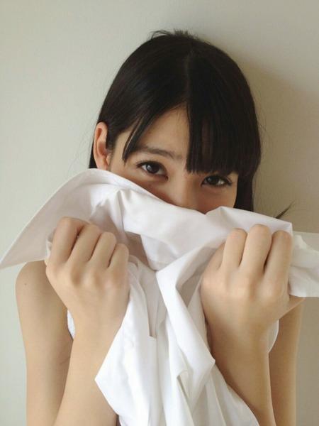 松岡菜摘、Yシャツ