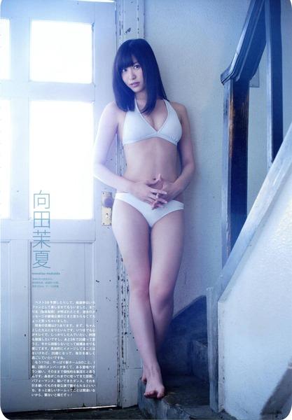 向田茉夏、水着白