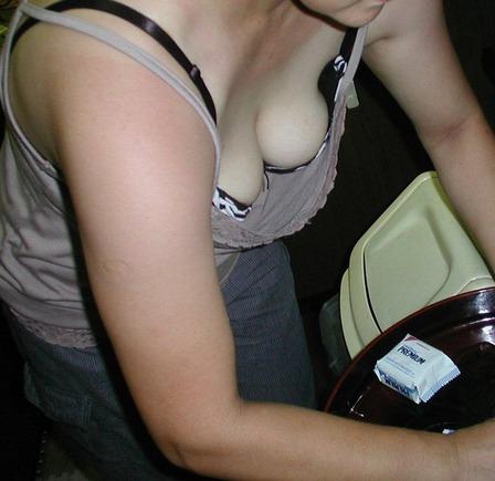 胸チラ (6)