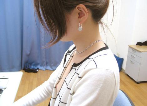 胸チラ (2)