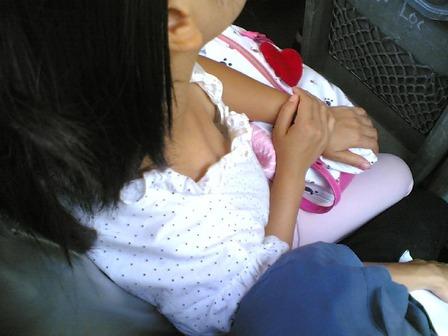 胸チラ (5)