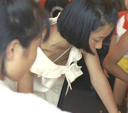 胸チラ (13)