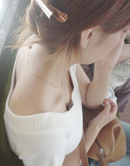 胸チラ (32)