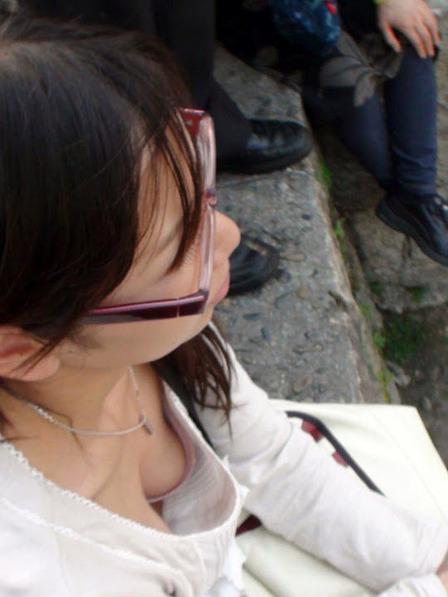 胸チラ (36)