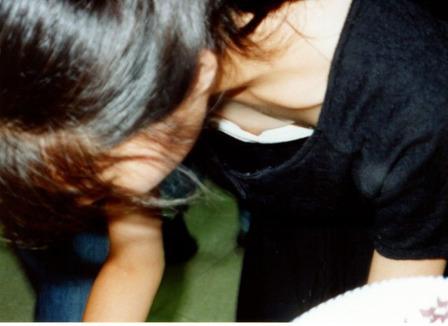 胸チラ (12)