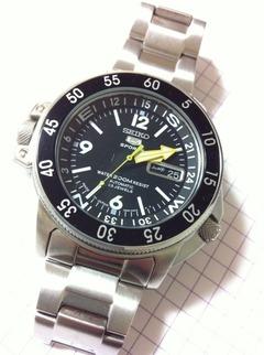自動巻きの腕時計「SEIKO 5 Sports」