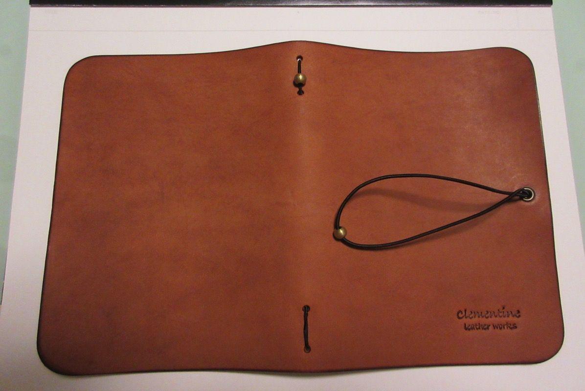 ステキなプレゼント貰いました。clementine leather works「ブックカバー」