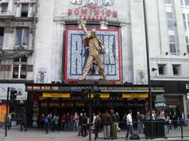 We Will Rock You, Freddie Mercury像 @The Dominion Theatre
