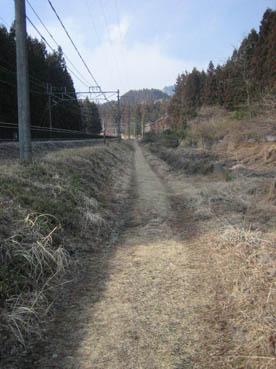 丸山変電所へと続く道