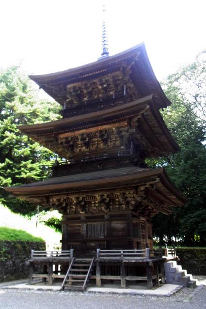 真楽寺三重塔