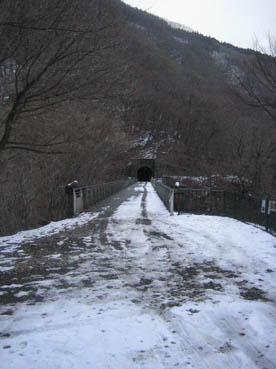 横川メガネ橋の上