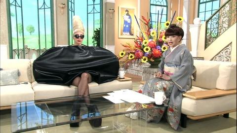 lady-gaga-on-japanese-tv-002