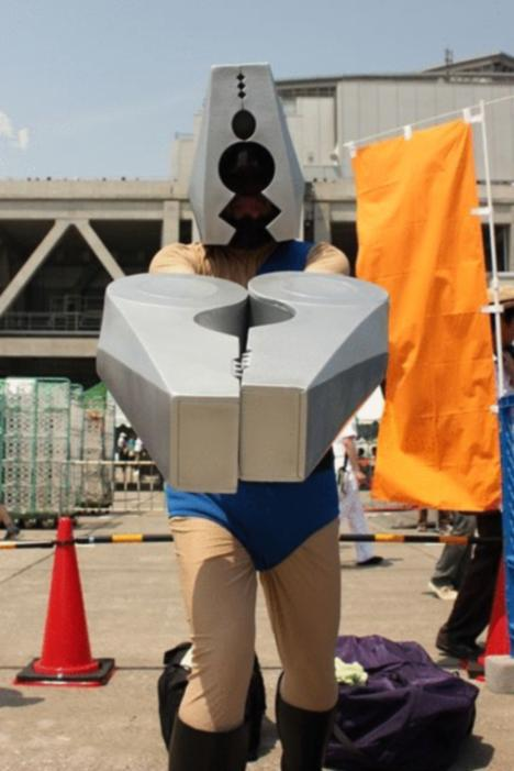 110918__468x_comiket-80-day-2-cosplay-inferno-116
