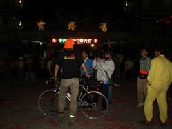2009.3.27 PM21:00 這個橘色鴨舌帽就是…