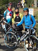 2009.1.3中央の人がボランティアで自転車のメンテナンスをしていた樂活式單車館( LOHAS BIKE)の BalanceNickさん:phot by 小龍?Augu?謝謝〜