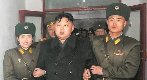 キム・ジョンウンを利用するなら、死体になる前に 김정은을 이용한다면 시체가되기 전에