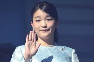 【皇室】眞子さま「結婚延期」発表後の異変! 薬指から消えた指輪
