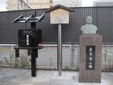 磐田駅・書状集箱と前島密像