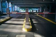 view-of-barriers-in-car-park_20190508102146a56s