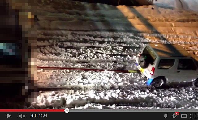 20140217-スズキ-ジムニーが大雪で大活躍で凄い!-03