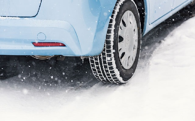 20141214-雪道の自動車運転-01
