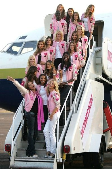 4+Secret+Models+Arrive+Bob+Hope+Airport+F0hYlBfeskql