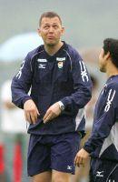 練習中、おどけた表情を見せるアマル・コーチ