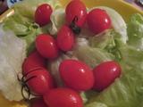 レタスと小さいトマト