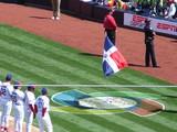 風で2回倒れた旗
