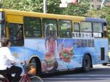 チェンミンワン マクドナルド ラッピングバス