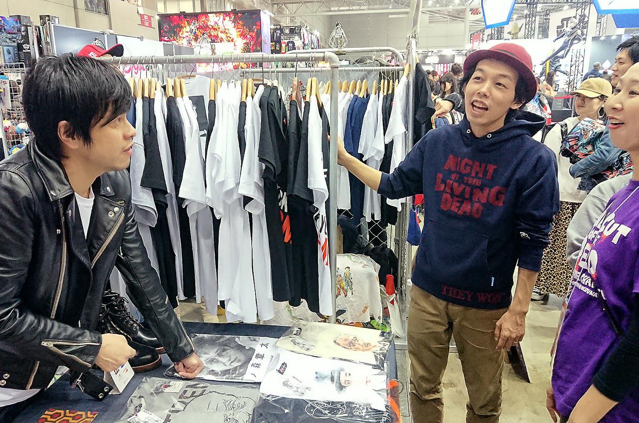 映画『カメラを止めるな!』上田慎一郎監督ゾンビパーカー着用例2