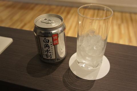 成田空港第1ターミナルIASSラウンジのアルコール ウイスキーの水割り