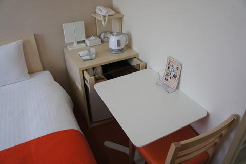 ホテルアベスト那覇国際通り客室内のテーブル