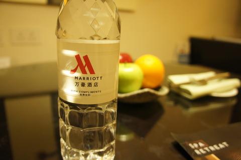 香港スカイシティマリオットホテルのミネラルウォーター