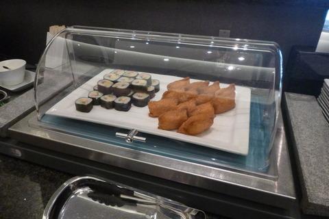 成田空港第2ターミナル・アメリカン航空・アドミラルズクラブの寿司