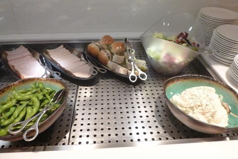 成田空港第2ターミナル、カンタス航空・ビジネスクラスラウンジの軽食