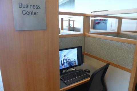 成田空港第2ターミナル・アメリカン航空・アドミラルズクラブのビジネス用PC