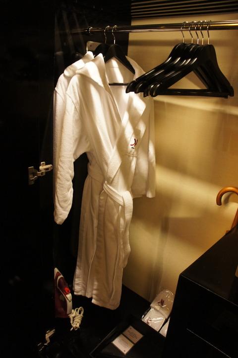 香港スカイシティマリオットホテルのバスローブ