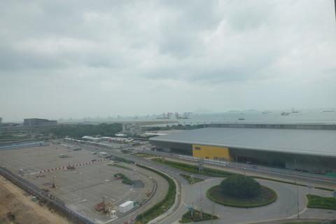 香港スカイシティマリオットホテルの窓からの眺め