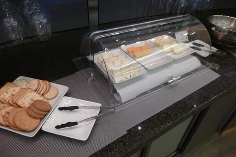 成田空港第2ターミナル・アメリカン航空・アドミラルズクラブのチーズ