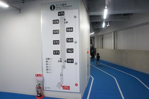 成田空港第3ターミナル搭乗ゲートの通路