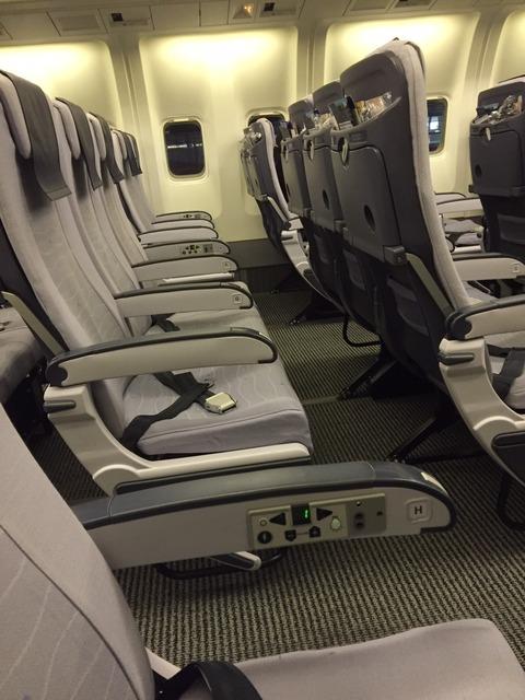 ANA小松行き飛行機ガラガラの機内の様子