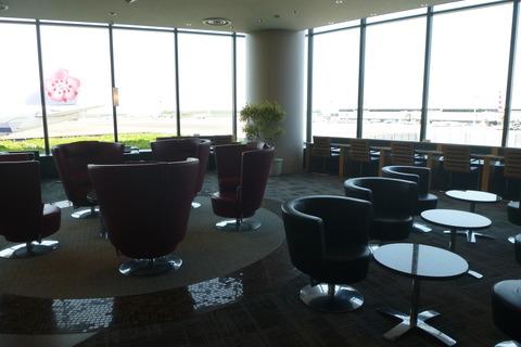 成田空港第2ターミナル・アメリカン航空・アドミラルズクラブのソファー