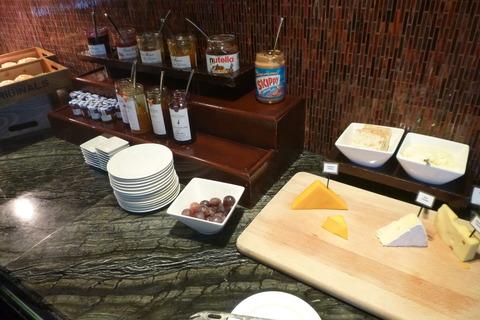 香港スカイシティマリオットホテルのクラブラウンジの朝食