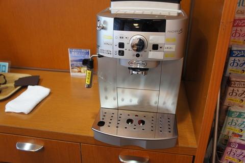 成田空港第1ターミナルのTEIラウンジのデロンギコーヒーマシーン