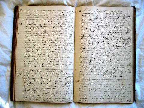 彼女に日記を見られた後、彼女も日記書いてる事を知ったので見てやった。かなり怒られたんだけど、自分がやったんだからやられる覚悟あったんじゃねえの?