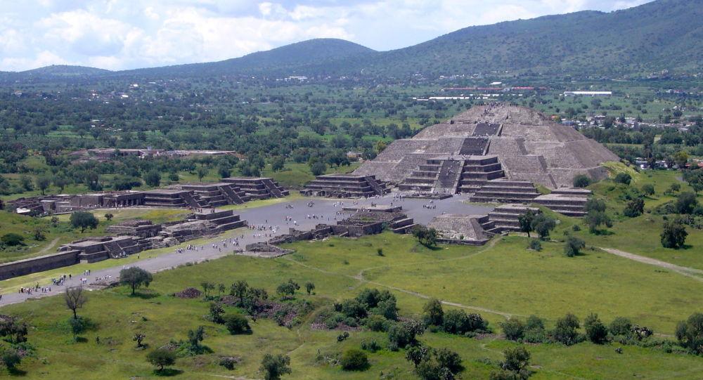 【メキシコ】月のピラミッドの地下 「死後の世界」への入口が発見