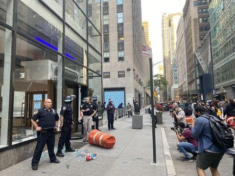 【悲報】アメリカ暴動で任天堂オフィシャルショップ「Nintendo NY」が襲撃される